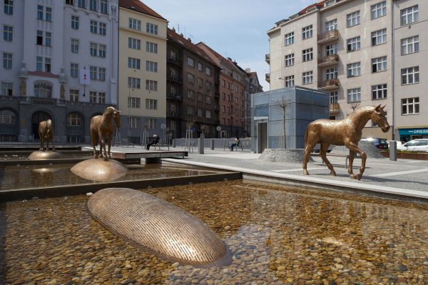 Michal Gabriel - Horses in the square in Prague 6 Dejvice - View of the square with sculptures in place